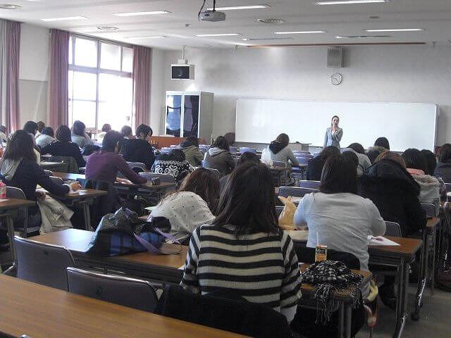 大学でのマナー講座風景