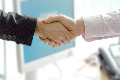 好印象を与える世界基準の握手の仕方