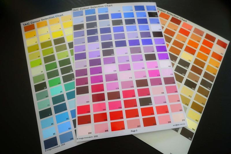 300色のカラーサンプル